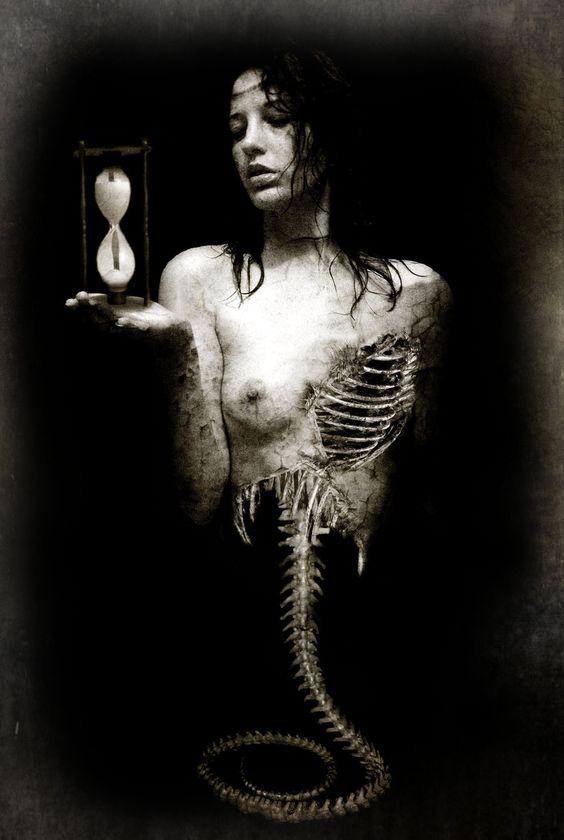 time-glass-skeleton-woman