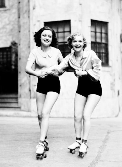 Vintage Roller Skating Girls (2)